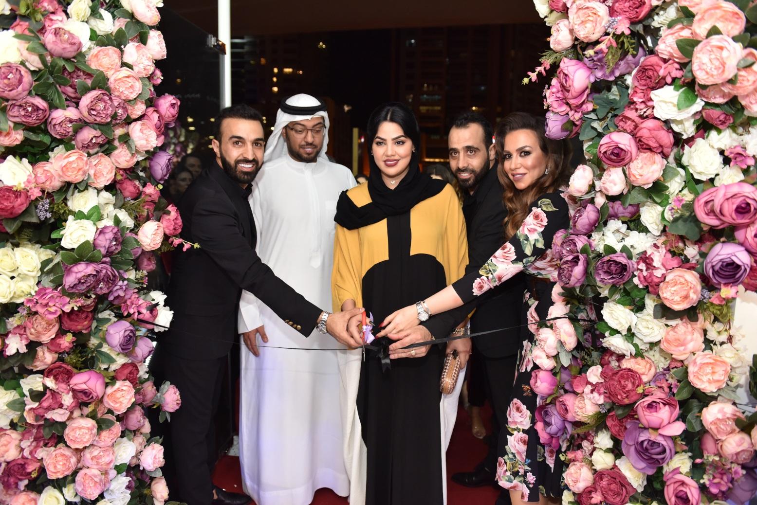 صورة نجوم الفن والجمال والاعلام في افتتاح صالون لورانس في دبي