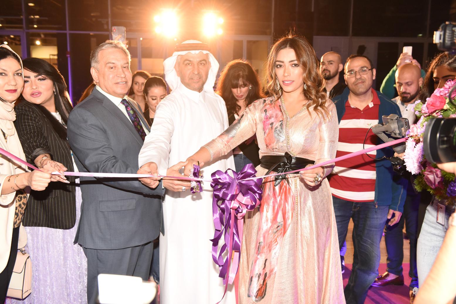 صورة افتتاح غاليري ارستيستا للفنانة التشكيلية لمياء منهل في دبي